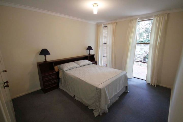 3 bedroom townhouse close to all - Claremont - Huis
