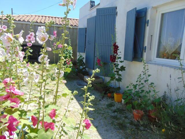 STUDIO Vue directe sur Mer - Bourcefranc-le-Chapus - House