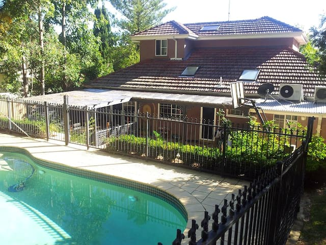 Spacious home in beautiful suburb - Pymble