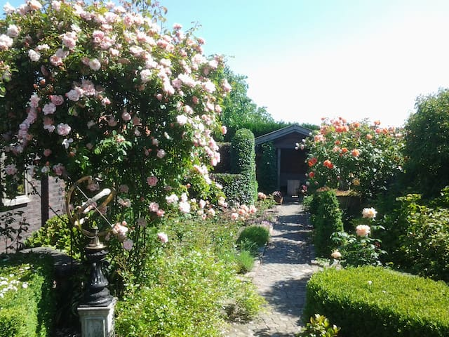 "Welkom in B & B ""La Rose"" Overpelt - Overpelt - Bed & Breakfast"