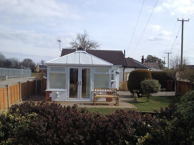 Bungalow - close to beach - Talacre - Haus