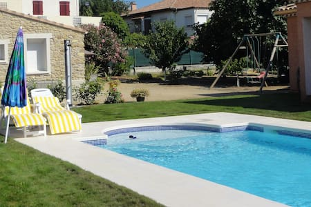petit studio avec piscine - Alignan-du-Vent - House
