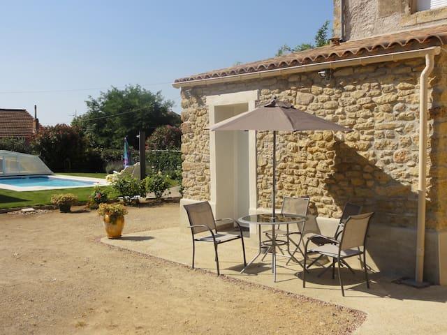 petit studio avec piscine - Alignan-du-Vent - Talo