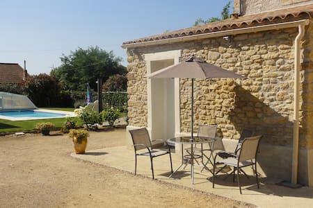 petit studio avec piscine - Alignan-du-Vent - Hus