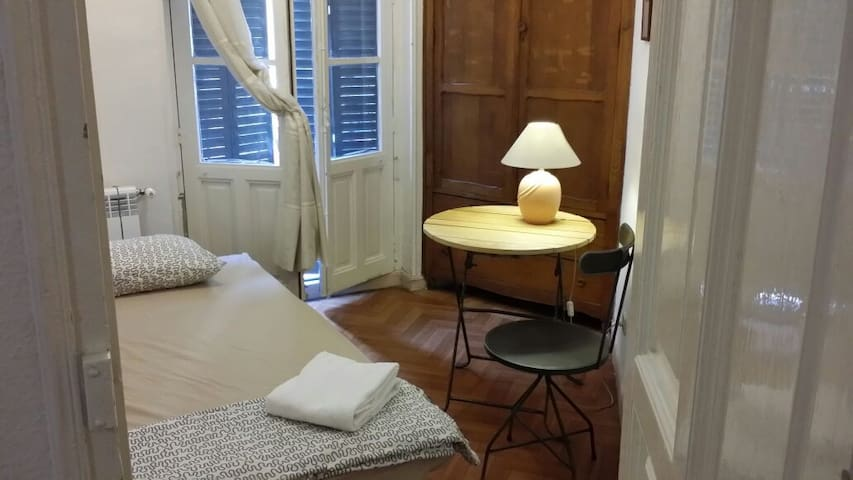 Single room in nice Madrid centre