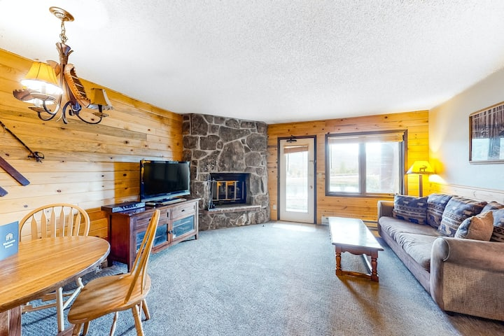 Perfect studio condo near skiing and hiking w/ shared pool, hot tubs, & gym!