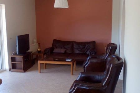 3Bdr Apartment near Airport - Daire