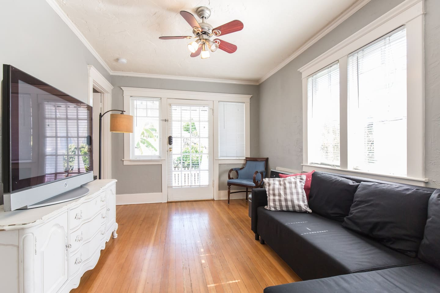 Bright airy living room with natural light. Land line telephone, High Speed Internet (WIFI), Ceiling fan, Cable television