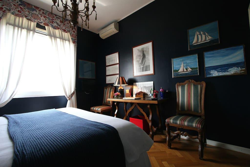 Quiet private Dark Blue Single Room with in Suite Bathroom