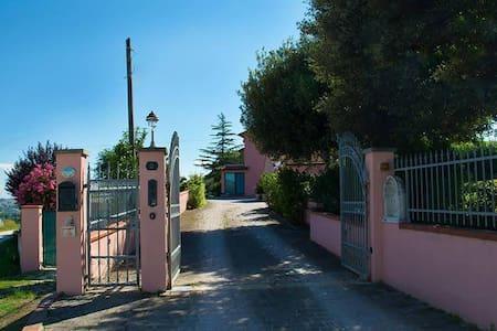 Appartamento in villa con giardino - Camerano - Sorház