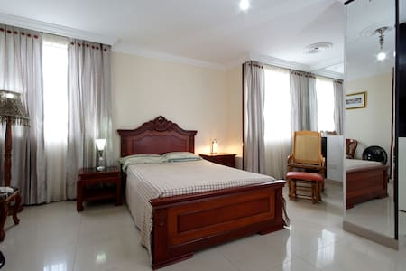 Double room with private bathroom - Cali - Wohnung