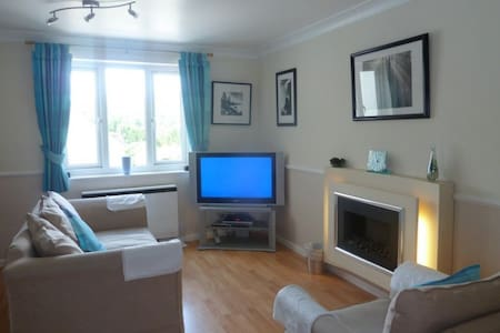DARCEYS APARTMENT, Bowness on Windermere - House