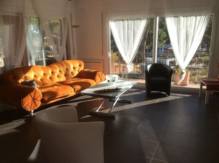 Grande villa au calme lumineuse avec jacuzzi