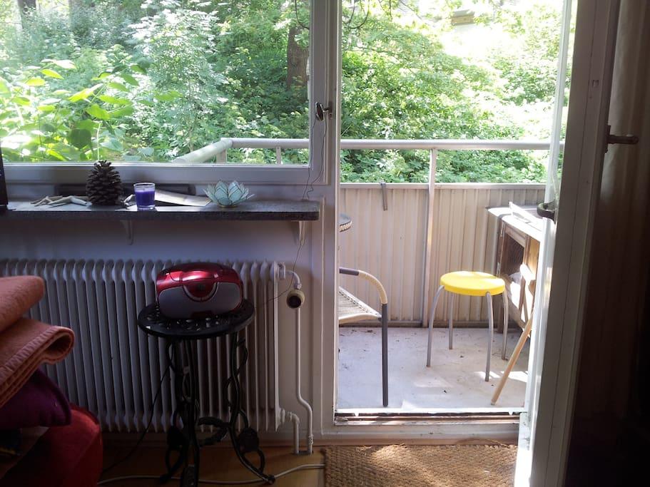 vardagsrum mot balkong