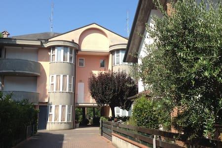 Grazioso appartamento per 5 persone  (A74) - Milano Marittima - Byt