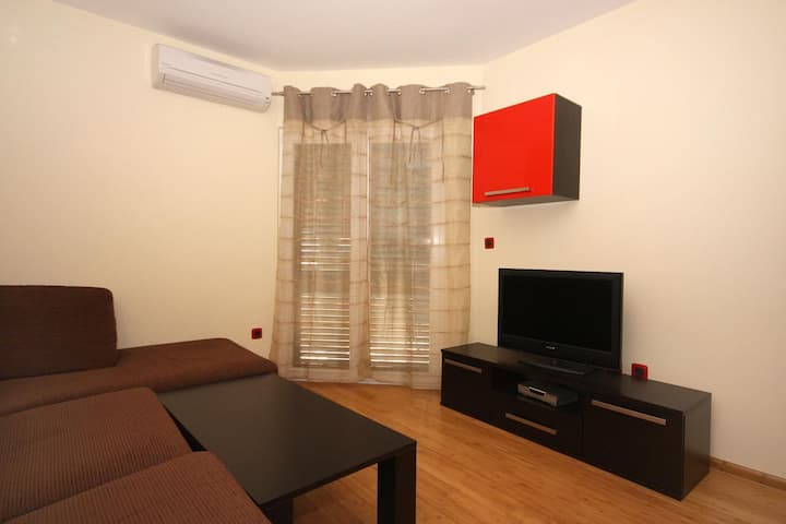 Two bedroom apartment with balcony and sea view Tučepi, Makarska (A-3193-e)