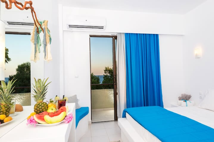 Beach front Double room! - Lachania - Aamiaismajoitus