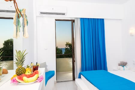 Beach front Double room! - Lachania - Bed & Breakfast