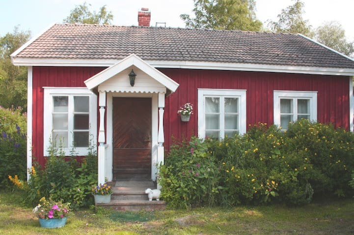 Sweet, little house close to coast  1/2 h to Vaasa
