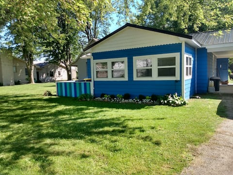 Caseville Vacation Location!! 4 BD/1 BA SLEEPS 7!!