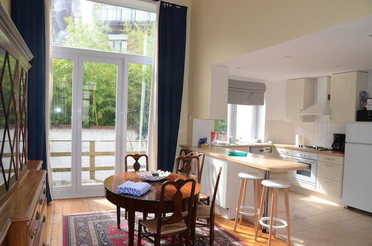 Spacious apartment in st Gilles close to Châtelain