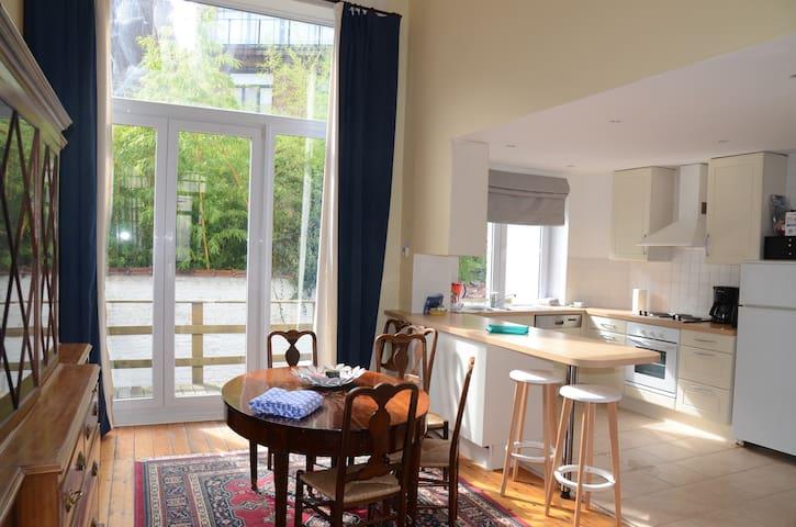 Ruim appartement in St Gilles vlak aan Châtelain