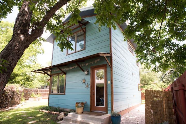 Central Austin Casa Azul