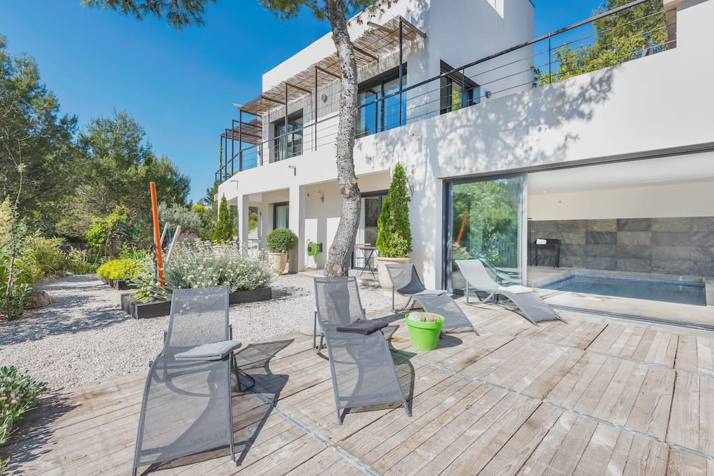 Superbe villa en provence villas for rent in beaucaire for Beaucaire piscine