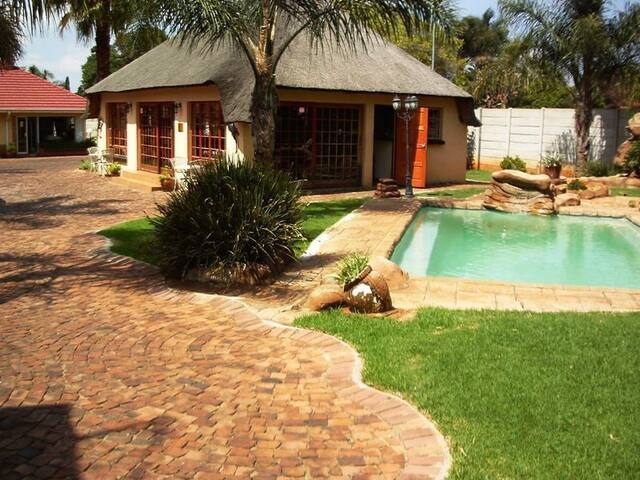 Ekurhuleni Lodge Clean & Peaceful - Kempton Park - Bed & Breakfast