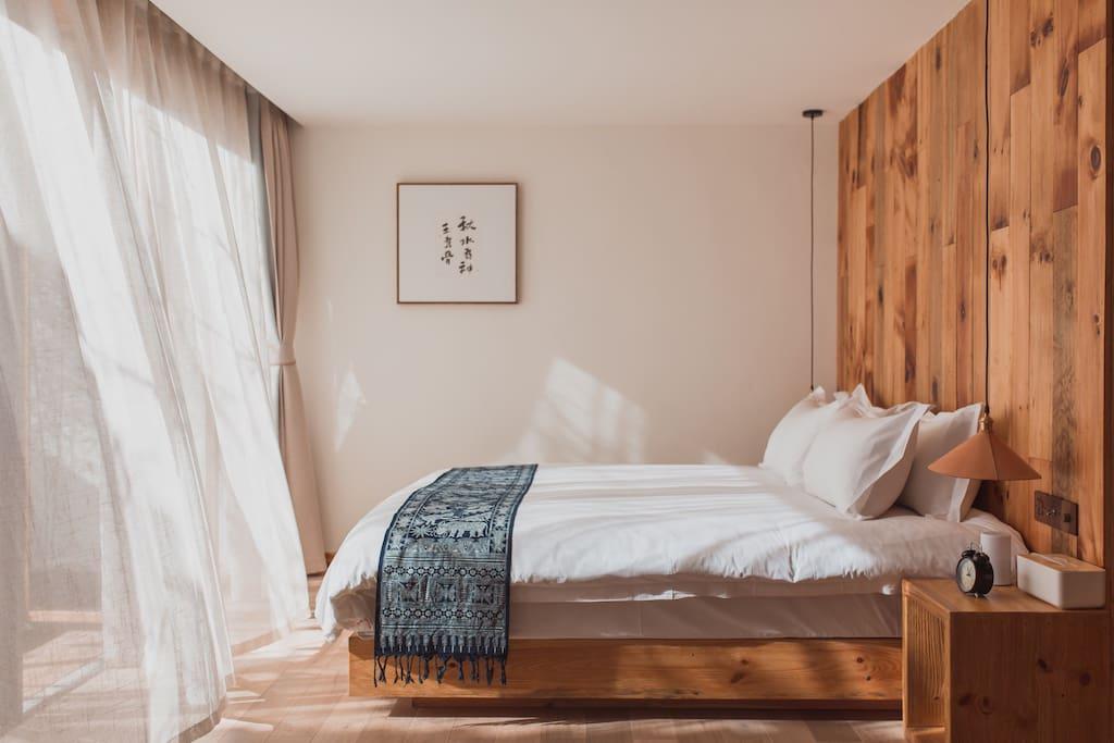 一楼阳光大卧室