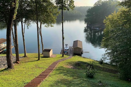 Oh-FISH-al Retreat at Smith Mountain Lake