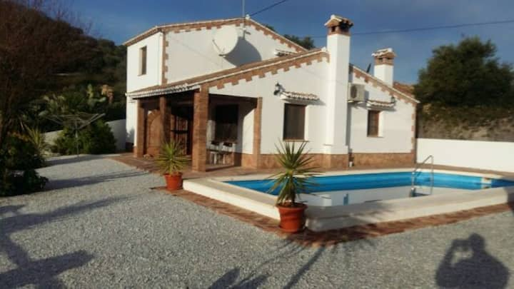 Spacious detached villa with private floodlit pool