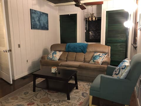 Cozy Cottage w/ Private Pool, Close to SU