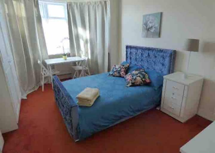 Beautiful spacious room in Wembley