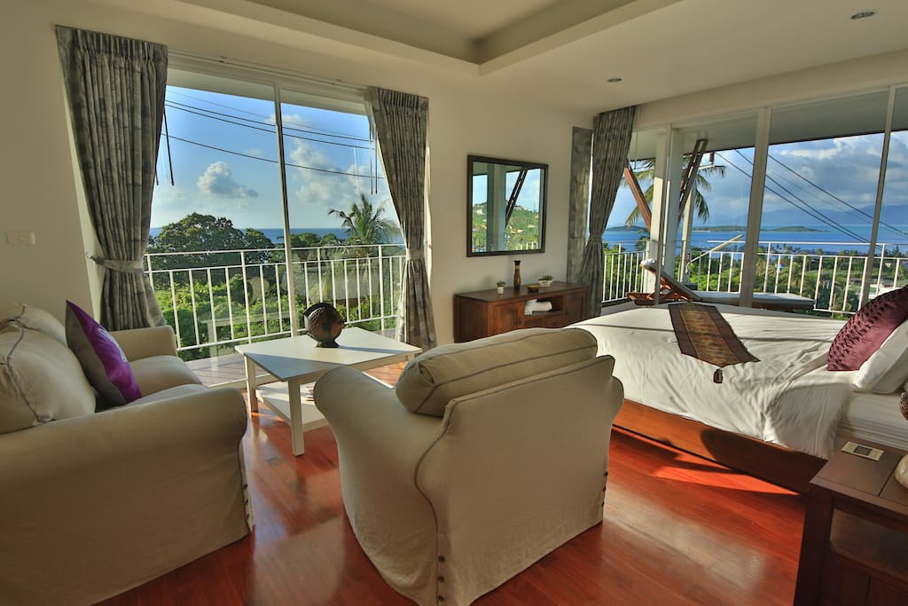 Main Bedroom with 2 Balconies and fantastic Sea and Sunset Views