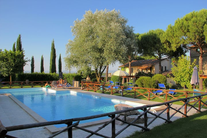 Agriturismo with swimming pool, in the hills between vineyards, olive groves and forests
