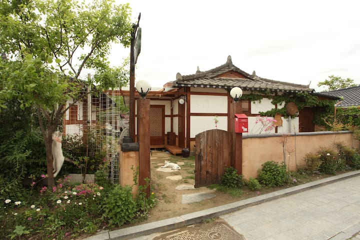 교동백작_공작실 (4인실) - Wansan-gu, Jeonju-si - Bed & Breakfast