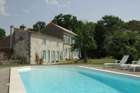 maison charentaise rénovée à neuf - Rétaud - Dom