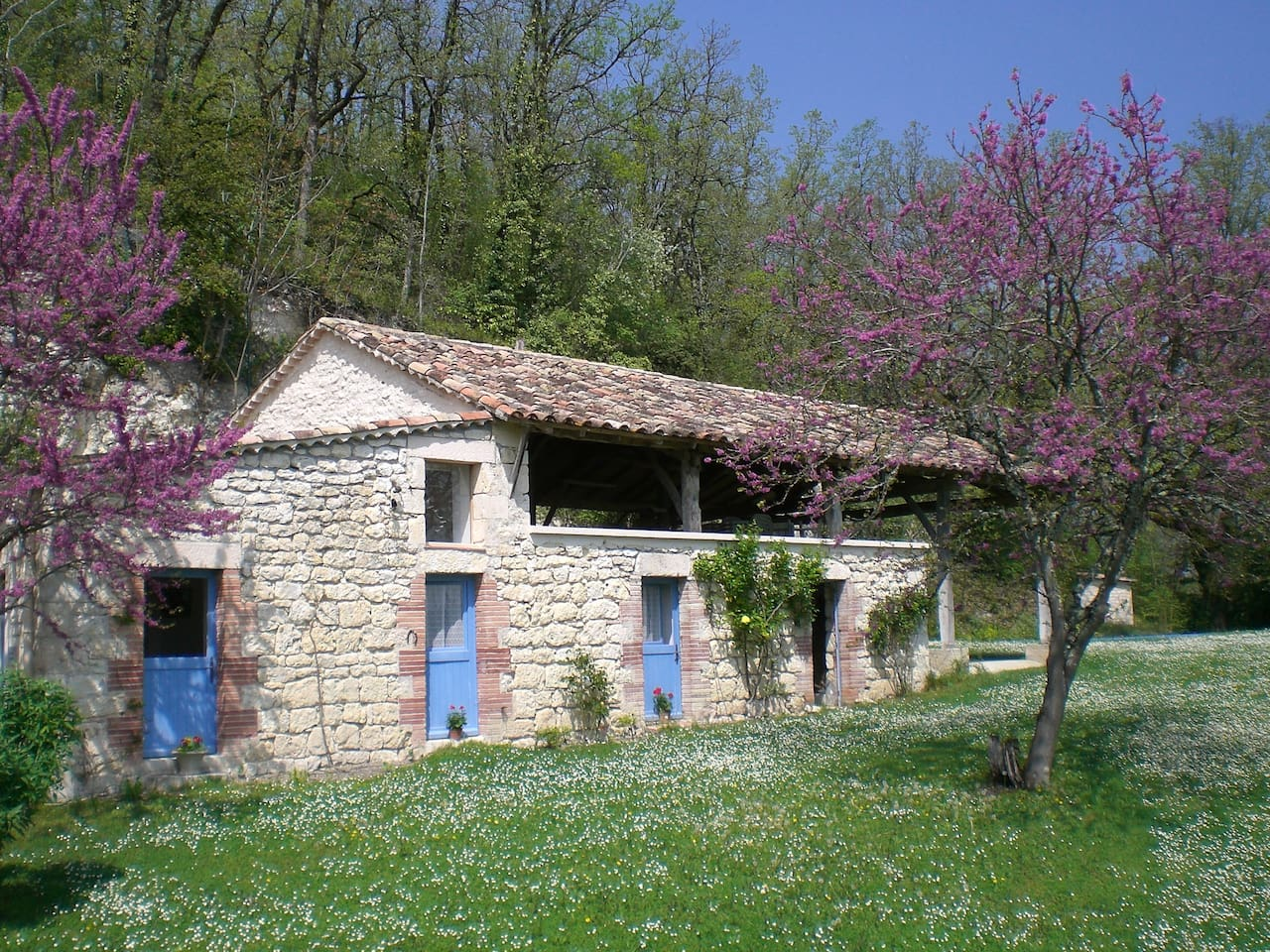 La Petite Grange au printemps. Spring sunshine.