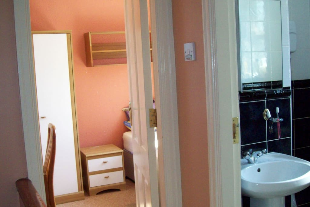 Comfortable bedrooms with excellent bathroom access