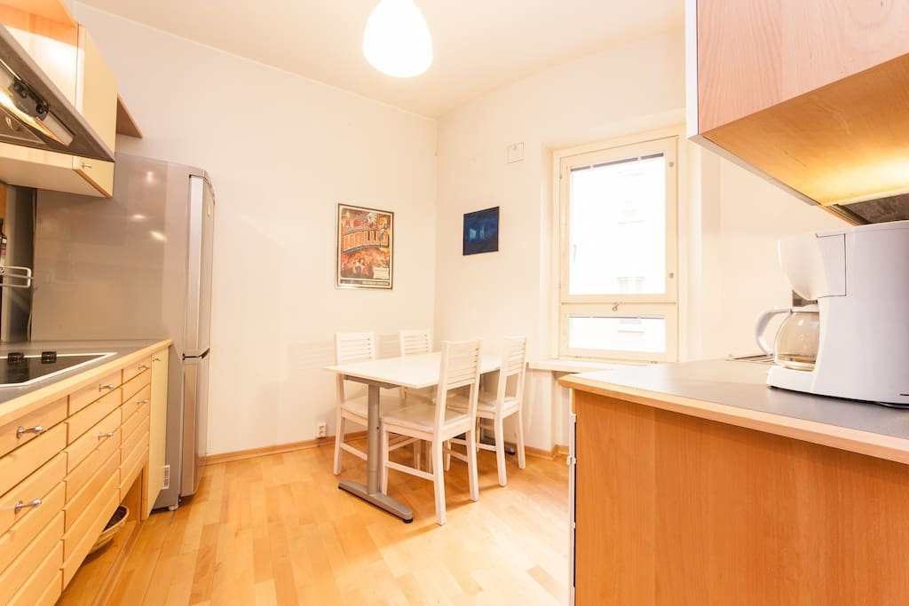 Fully equipped kitchen with table for four