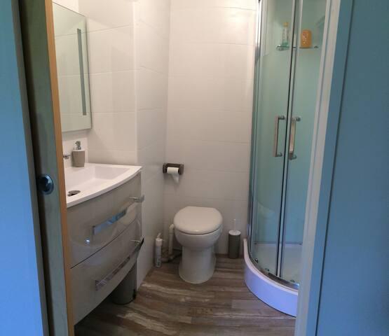 Salle d'eau et wc privés