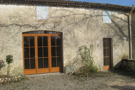 VILLAGE 30 MINUTES FROM LA ROCHELLE - Usseau - House