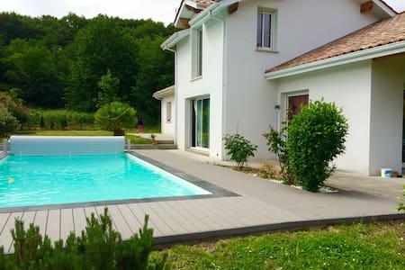 Maison calme piscine sud des Landes - Orthevielle - 別荘
