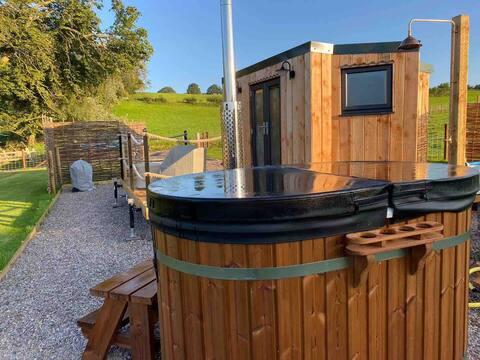 Ty Bach Hut, Hot Tub & Spectacular Views