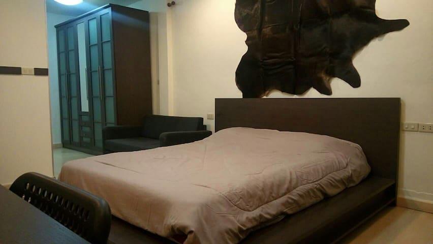 Specious Room with Gym ( BTS Chongnonsi-Smayan MRT - Bangrak  - House