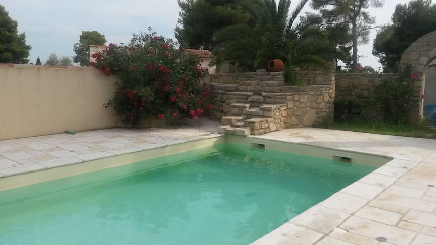 Mobil-home avec piscine à Rognac - Rognac - Kamp Karavanı/Karavan