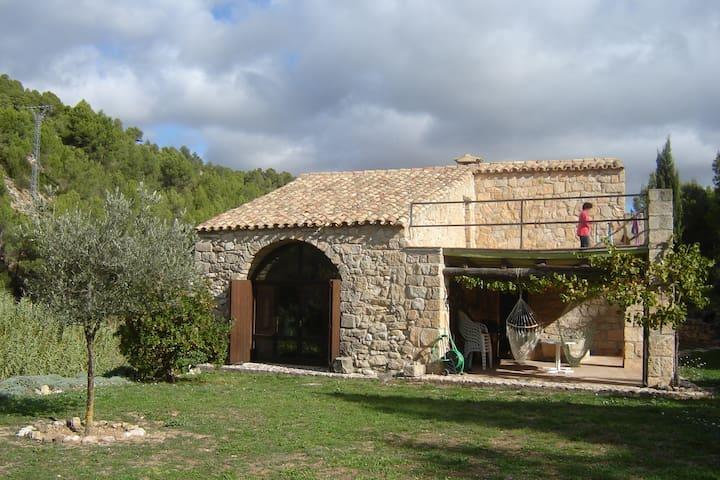Alte Mühle in idyllischer Umgebung. - Horta de Sant Joan - Hus