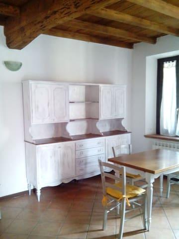 Casa in tipica corte lombarda - Magenta - House