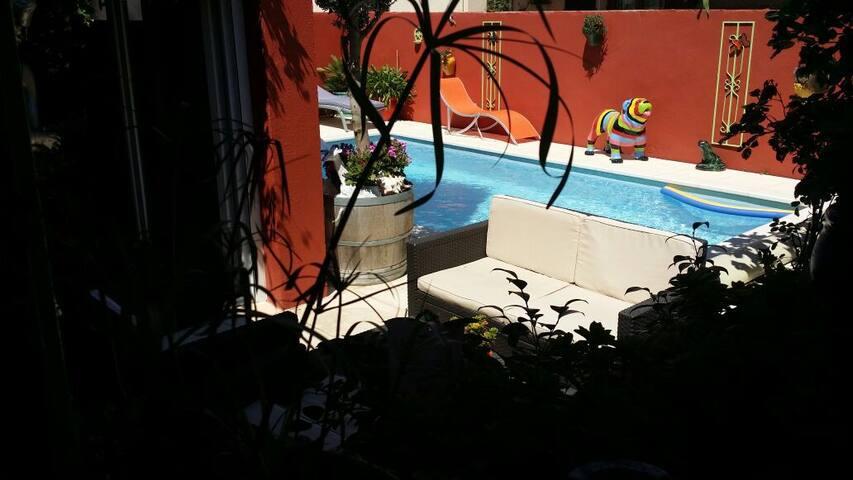 Chambre d'hôte piscine,solarium.